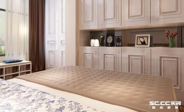 卧室也是以白色为主,看起来舒适,减轻压力