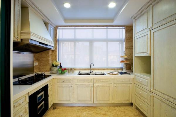 厨房的设计复古、文艺,采用一种做旧的工艺,整体的感觉很有文化气息。