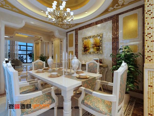 柔和自然灯光的衬托与高贵温馨的色调组合成的家具,营造自然一格的气氛,大面积的壁纸处理配合处多款别致的镜面装饰及精致的水晶吊灯及水晶珠帘,令空间倍添通透明亮,尽显华丽,贯穿居室的线条造型,别有一番滋味。
