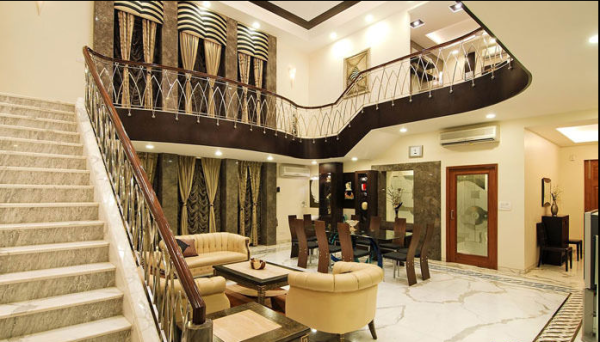 楼梯的流线型设计非常漂亮。