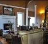 沙发的欧化造型彰显着法式田园的独特之处。