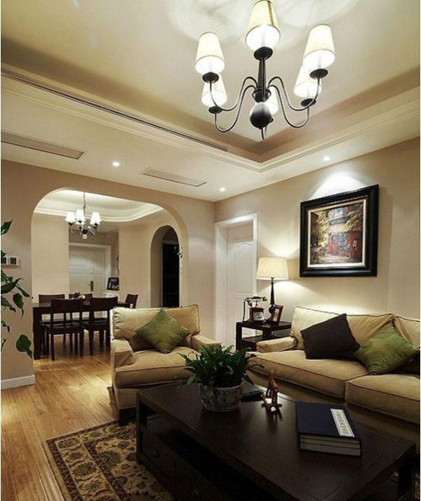用古典弯腿式家具。不露结构不见,强调表面装饰,多运用细密绘画的手法,具有丰富华丽的效果。