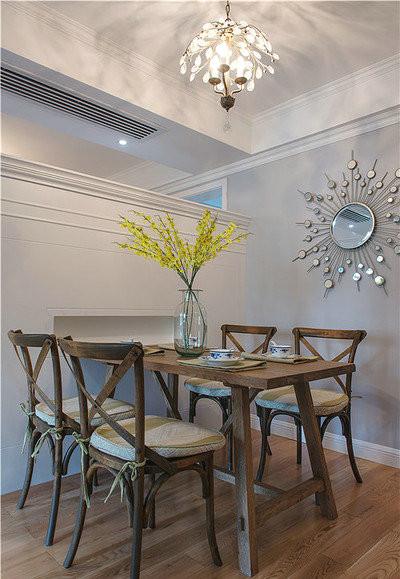 简欧风格虽然有异于欧式风格,但是它还是保留了材质、色彩的大致风格。