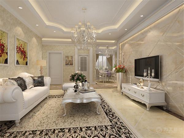 客厅采用弧形的吊顶,加上纯白的水晶吊灯,把欧式风格展现的淋漓尽致;