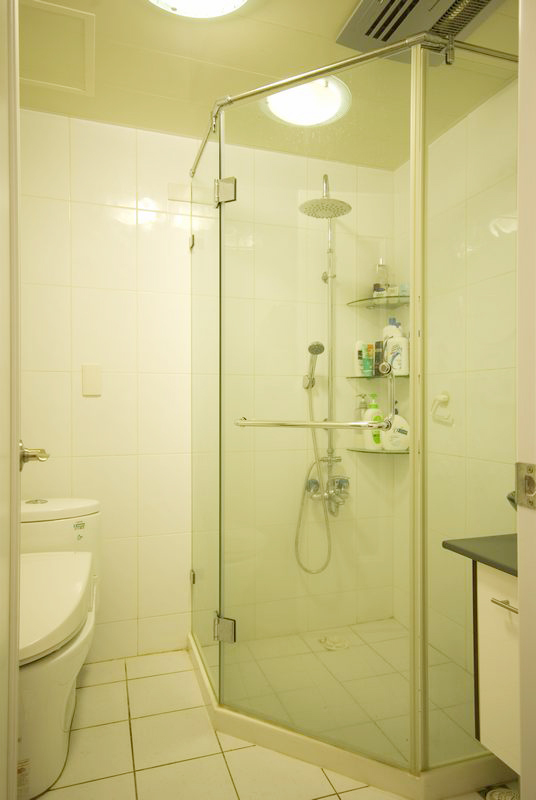 三居 简约 卫生间图片来自四川岚庭装饰工程有限公司在115平米堆迭有层次的三居空间的分享
