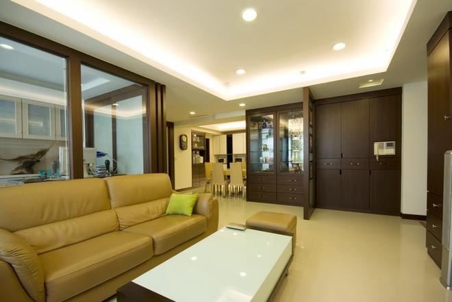 三居 简约 客厅图片来自四川岚庭装饰工程有限公司在115平米堆迭有层次的三居空间的分享