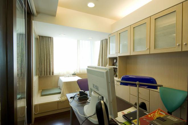 三居 简约 书房图片来自四川岚庭装饰工程有限公司在115平米堆迭有层次的三居空间的分享