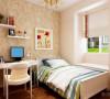 卧室铺强化复合地板,主卧室床头贴壁纸,加梳妆台,有利于主人梳妆打扮。次卧室床头也是采用壁纸,电脑桌,放单人床。