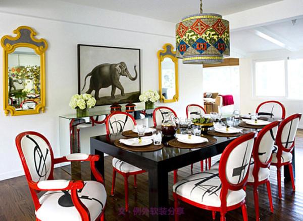 首先,从色调上看,餐厅软装设计一定要选用明快淡雅的色彩,可以订立一个主题色,这样整体感更强;