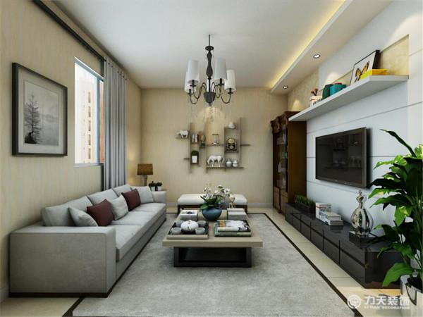在客厅的设计上,没有增加过多复杂的装饰物,只是简单的隔层架放了一些装饰物,让整体空间变得没有那么繁琐,给人视觉一种简单明亮通透的感觉,让上班的业主,回到家能得到充分的放松