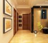 走廊整体的造型与客餐厅相呼应顶面造型比较简洁使用,走廊顶面选用壁让人感觉到它的奢华大气。