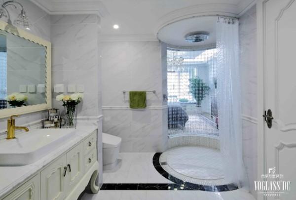 本别墅装修案例中空间布局最独特的是淋浴间的造型,外观以珠帘的形式呈现,进入的一瞬间,映入眼帘的便是那一串串晶莹剔透的珠帘,为整体别墅空间设计增添了许多灵气。