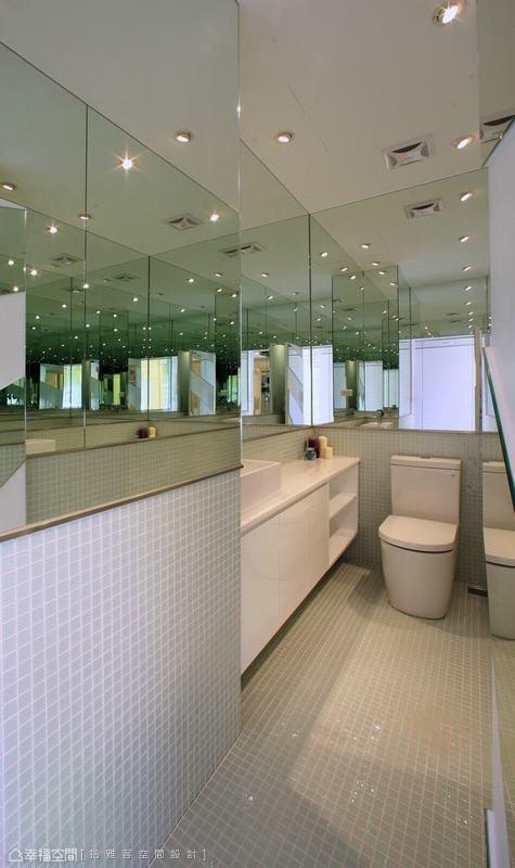 镜面与玻璃马赛克砖的搭配,去化空间狭长感,打造出让所有宾客惊讶的不思议空间。