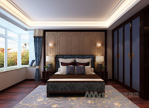 卧室  没有华丽的装饰手法,唯有那质朴地板幽幽的透着一股木香,让人有一种淡定心宁的心境。形态优美的桌椅,做工精良的花格,端庄而稳健,无不在传递着主人对空间一种修身养性的生活态度。