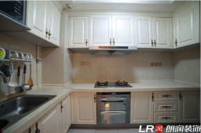 现代 港式 三居 80后 厨房图片来自朗润装饰工程有限公司在西锦城130平米现代港式风格的分享