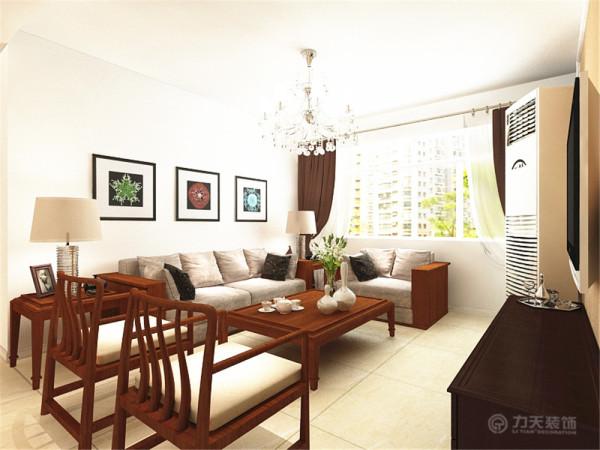 客厅同样是深木色 的沙发,配以3幅彩色挂画。电视墙是采用壁纸与石膏线结合,简单大气。地面通铺800乘800地砖。
