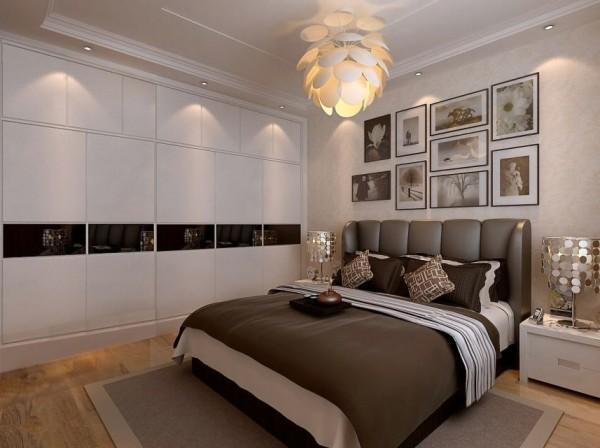 卧室呢,是放松的地方,第一眼就要有舒适的感觉,可以有齐顶的衣柜,有层次的吊顶,多一些挂画,嗯,还要有个性的吊灯和台灯,然后就是一张大床,舒适的软装,还有你的到来……