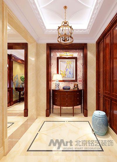 美式别墅的入室玄关开阔通亮,地面的大理石铺装采用典雅的石材拼花,寓意着吉祥如意,与铺装对应的是顶面的精致元素,奠定了整个室内空间装饰丽堂皇的基调。