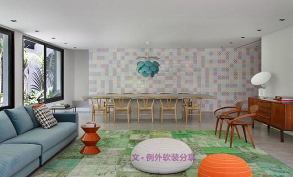 整个住宅属于现代风格,软装设计呈现出小清新的味道。硬装上十分简单,清水混凝土的地板让整体显得素雅而沉静,餐桌也与地板融为一体,带来视觉上的延伸与过度效果。黑色边框的落地窗户为室内带来充足的采光。