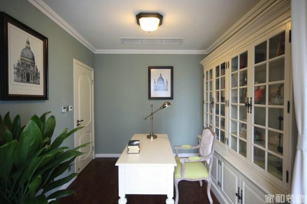 不管是客厅的翠绿 宝石蓝 墙面的薄荷绿 还是靓丽的翠色 都让人心旷神怡