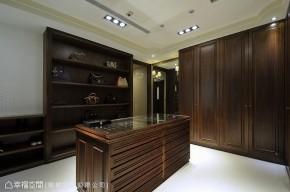 美式 三居 收纳 简约 衣帽间图片来自幸福空间在150平美式古典雅气 豪邸的分享