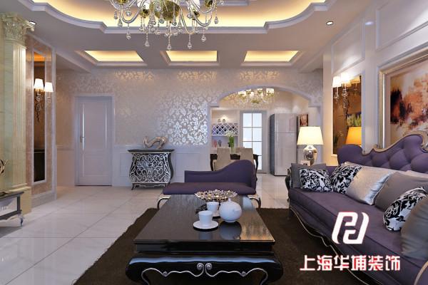 简欧风格作为欧式风格,其特征是强调线形流动的变化,将室内雕刻工艺集中在装饰和陈设艺术上,色彩华丽且用暖色调加以协调,变形的直线与曲线相互作用以及猫脚家具与装饰工艺手段的运用,构成室内华美厚重的气氛