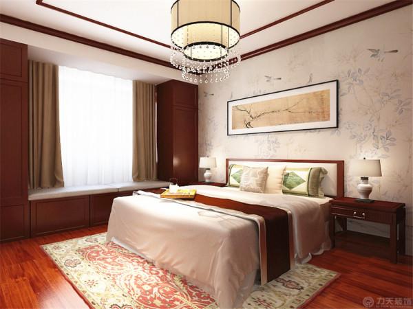 室内色彩基调为亮色,没有过多造型用丰富的家具造型体现空间丰富细节。地面采用明亮的玻化砖通铺使空间显得宽敞明亮。用绿植点缀空间节点,丰富空间层次感。