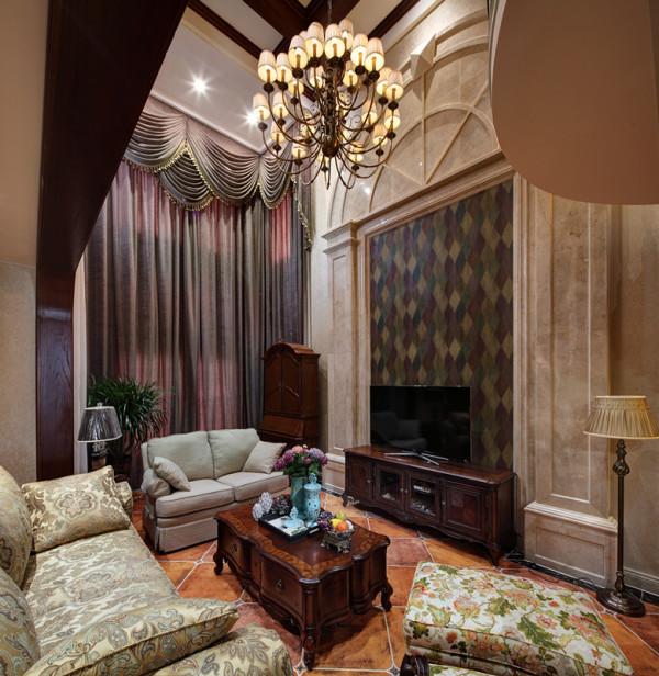 不过,无论是欧洲家具还是美式家具,都重视装饰。除了风铃草、麦束和瓮形装饰,在美国还有一些象征爱国主义的图案,如鹰形图案等。它们常用镶嵌装饰手法,并饰以油漆或者浅浮雕。