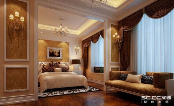 首先整合空间把儿卧做成套房,书房、休闲会友功能齐全,不仅彰显大气华贵,使用上也更加从容优雅。欧式风格的把控十分娴熟,在整体空间的把握和后期陈设上下了不少功夫,才能呈现出来完美的统一之感。