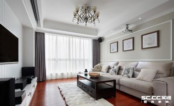 客厅设计采用整体白色调为主,淡啡色墙面做主要装饰,白木线及灰色镜面作点缀,笔直简约的线条同样能勾勒出豪华时尚的气息。