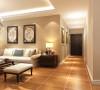 客厅整体选择暖色乳胶漆,与地面仿古砖颜色相呼应,能找寻文化根基的新的怀旧、贵气加大气而又不失自在与随意的风格。