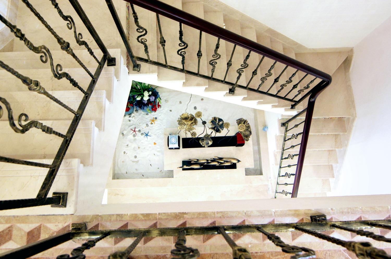 楼梯图片来自小若爱雨在田园大户型跃层的分享