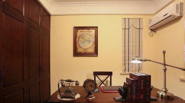 书房在主卧套房里,是朝东面的,有两扇窗户,夏天开窗风很大,比较凉快,房间小,我就装了1匹的空调,制热效果不错。