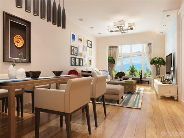 餐厅的设计采用了中式的木质家具作搭配。主卧室的设计是根据居住的是一对50多岁的老年人。故在色调的搭配上配有深色的元素,但主体还是一白色为主