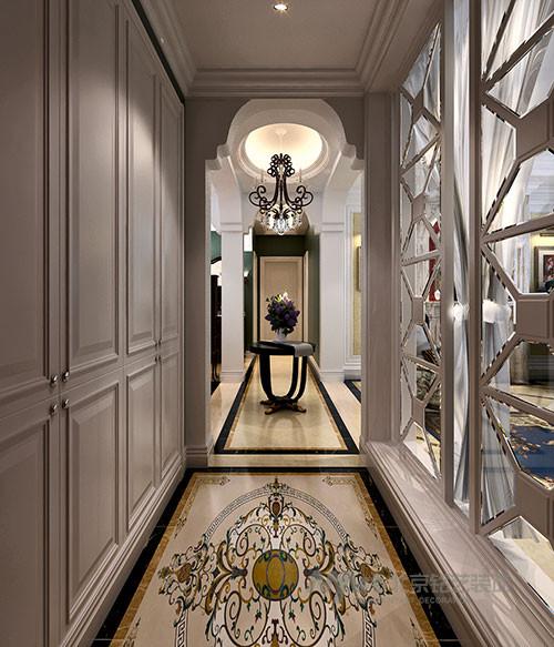 在原始户型图中,入户门直对卫生间,出于对风水的考虑,设计师在走廊中间位置设置了圆桌中转,弱化了入户——卫生间的即视感。