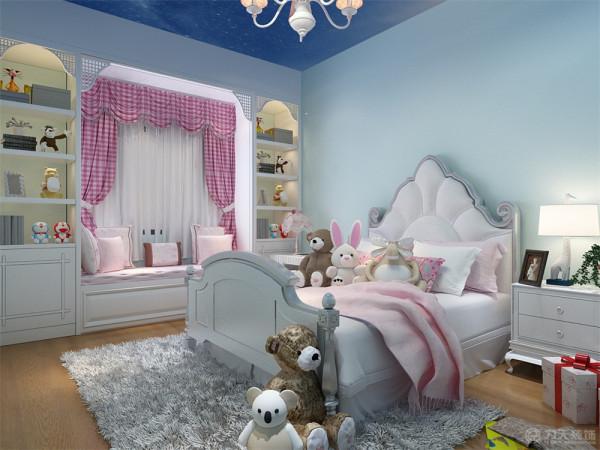 儿童房顶面使用星空样式壁纸,墙面刷淡蓝色乳胶漆做呼应。