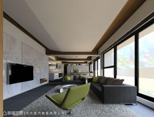 占去原格局一整户的公共空间,在打开既有格局后,拥有超优质大片采光;而既有天花梁体以木皮包覆,让人错觉空间为现代化的木造建筑。