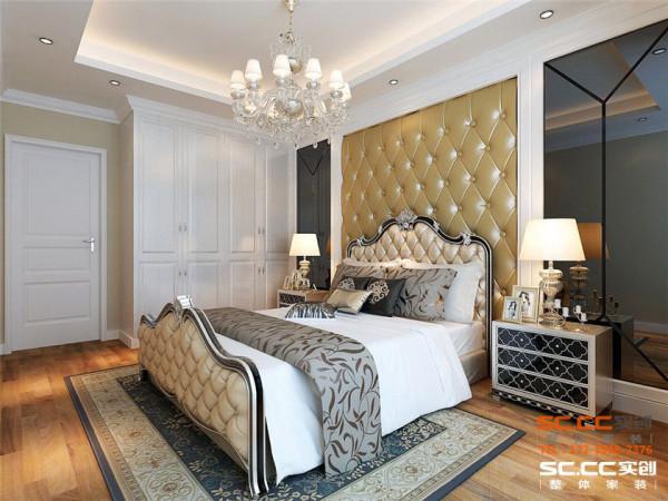 卧室作为房主的休息空间,以高舒适度为首要前提,整体设计上大气奢华,完全体现了房主较高的生活品位。
