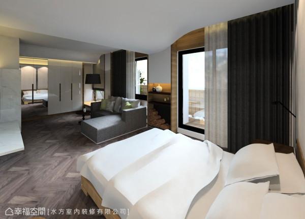 延续自然材质的使用,采光侧立面柱体响应公领域「木造结构」的概念,并以暖调的木地板铺陈,营造休闲感受的寝居氛围。