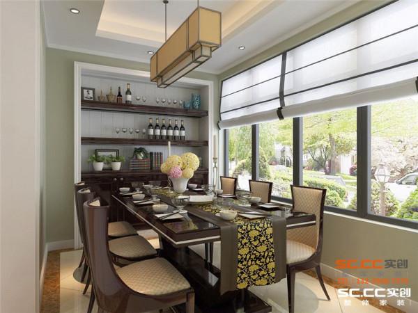 将原先的阳台改成餐厅,而原先的餐厅变成休闲空间,避免卫生间正对餐厅的缺陷,餐厅设计以简单实用为主,原先下水管位置直接整体做成酒柜,既美观又实用,家具上选择极具新古典特色的高背桌
