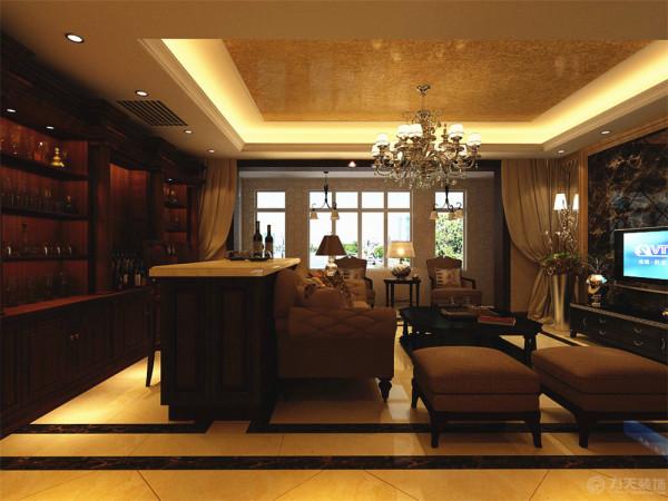 整体墙体铺贴金色的欧式反光壁纸,又能体现出欧式的豪华感,首先在客厅部分,电视背景墙的设计采用大理石的石膏线进行装饰,深咖的大理石进行斜拼的装饰,两边则采用灰镜进行装饰。
