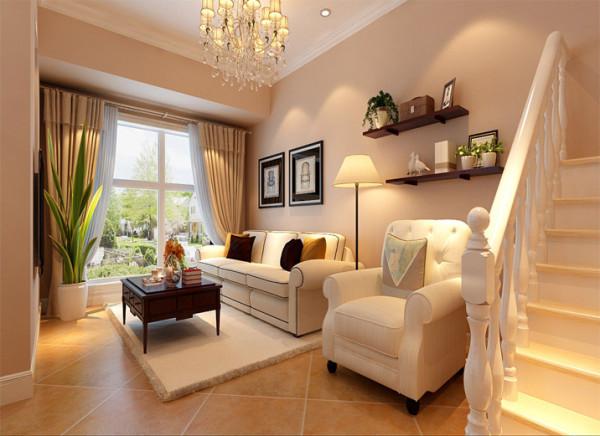 设计理念:简约大方的整体布局,回字吊灯简洁与地面家具协调统一。客厅的地面用到实创装饰6系仿古瓷砖,墙面刷福乐阁乳胶漆以暗粉色为主的暖色调,沙发采用麻布面材质。
