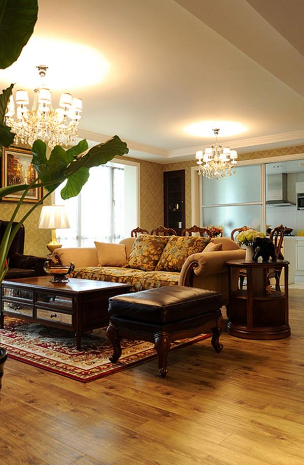 客餐厅采用前后设置方法,让空间融为一体,体现了大宅风范。