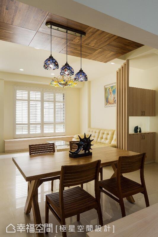 开放式的空间规划,让客、餐厅之间有了大视角的链结关系。