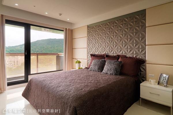 以雕刻图案及色彩对比自然形成主墙意象,走入每间卧房都有焦点呈现。