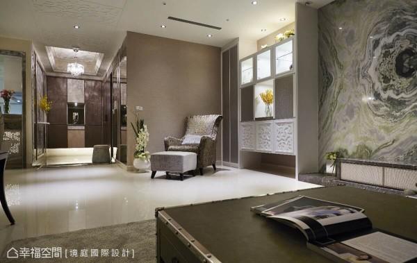储藏室新增的墙面未来设置神明桌,天花板加设抽风设备管线连结后阳台,将香烟导引至室外,维持室内空气质量。