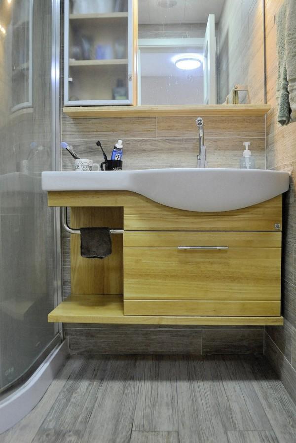 卫生间洗手池