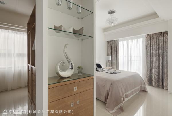 经过空间整合,主卧房增加小玄关,方便居住者取放随身物品。