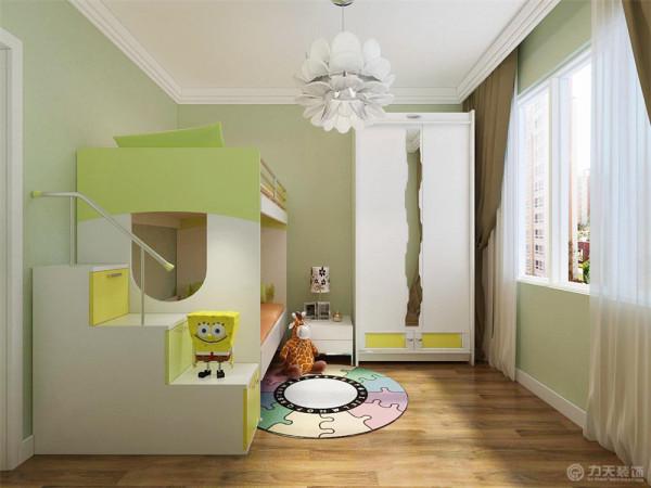 儿童房这里,因为业主有两个小孩,所以放了一张上下床,节省了空间。