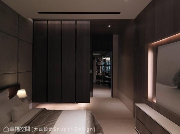 以可可色作为主卧房的主色,悬浮式的设计手法亦被运用在衣柜上,在整体内敛沉稳的空间表情中,营造出轻盈温度。